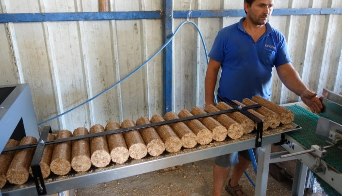 Packing of briquettes
