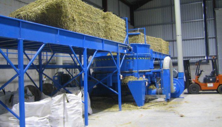 Shredding plant for straw