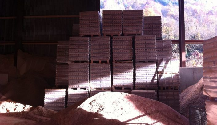 Storing of finished briquettes
